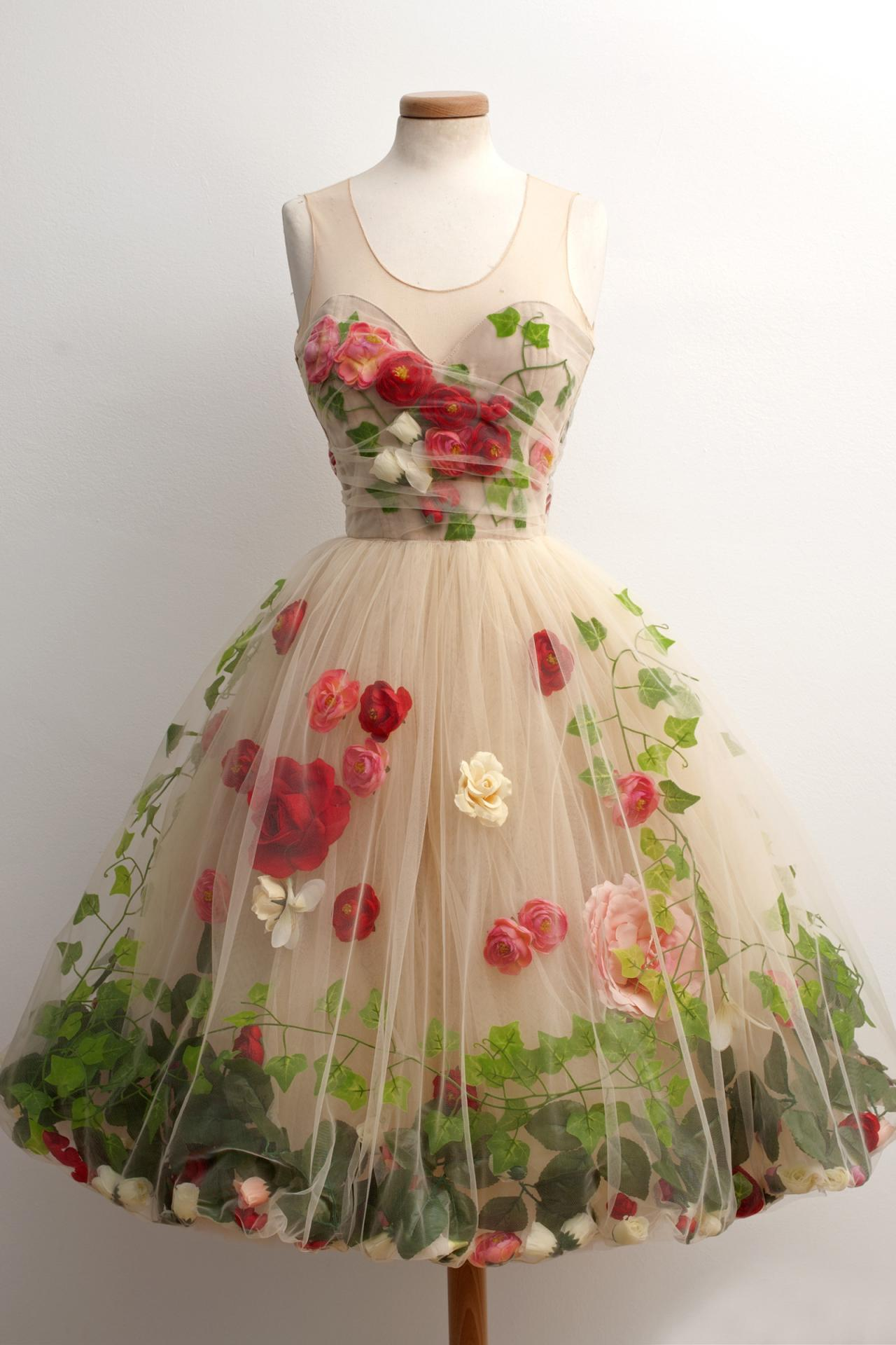 Vintage Style A-Line Scoop Knee-Length Champagne Homecoming Dress with Red Flowers