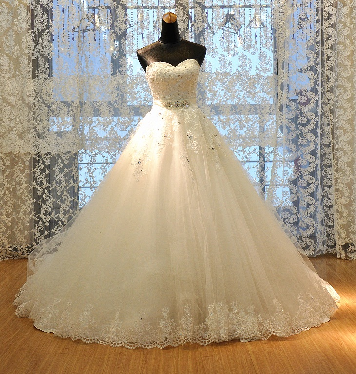 Luxury A-line Wedding Dress Sweetheart Bridal Dress with Lace Appliques Floor Length Bridal Gown with Beaded Sash Vestido de noiva Real Samples