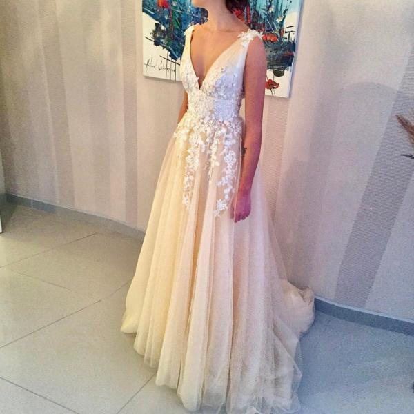 V-Neck Light Champagne Tulle Wedding Dress with Beading Appliques wedding dresses